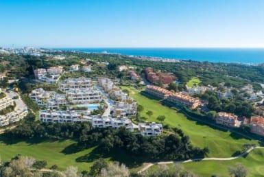 Artola Homes asub idüllilises asukohas Marbellas asuva Cabopino golfiraja eesliinil. Lisaks on teil Costa del Soli ääres rohkem kui 70i golfiväljakud, millel on suurepärane struktuur ja ideaalne kliima, lisaks rahvusvahelised koolid, tervisekeskused ja kaubanduskeskused